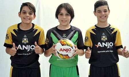 ... Anjos do Futsal receberam kits de uniformes nesta semana.... 5.9 mil 44548549560e3