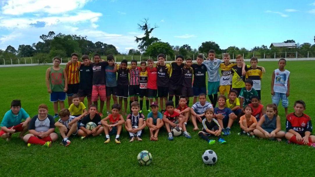 cda7e1a1c7941 Escolinhas de futebol iniciam atividades em Forquilhinha ...
